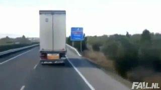 Ciężarówka na wietrze