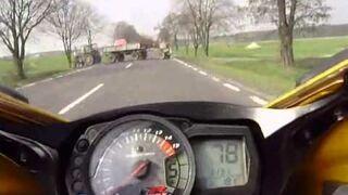 Jedziesz sobie 300km/h a tu nagle traktorem na drodze