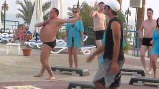 Pijany rosyjski instruktor tańca