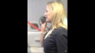Tak zabawnej Stewardesy jeszcze nie widzieliście