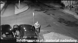 Kradzież samochodu, zarejestrowana przez monitoring straży miejskiej.