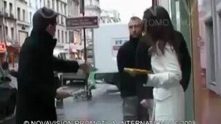 Podstawiona dziewczyna bankomat i klaps w tyłek