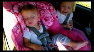 Reakcja śpiącego dziecka na Gangnam Style