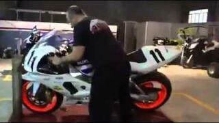 Jak zrobić ogień z wydechu w motorze