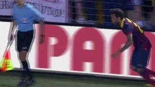 Dani Alves zjadł banana którym rzucił kibic - Villarreal CF vs FC Barcelona