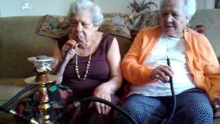 94-letnia babcia pali trawę!