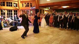 Pan młody ze swoją matką dali niesamowity pokaz tańca