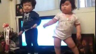 Przesłodki taniec koreańskich dzieciaków