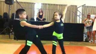 Dzieci tańczą salsę! WOW