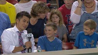 Niesamowite gest chłopca na meczu bejsbolu