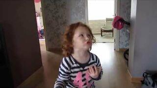 Ojciec poprosił córkę o sprzątanie. Zobacz reakcja!