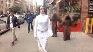 Księżniczka Leia chodzi 10 godzin po Nowym Jorku