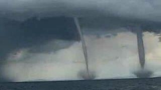 Podwójne tornado na morzu
