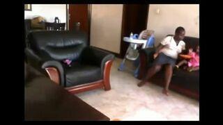 Niania maltretuje 2-letnią dziewczynkę. Horror!