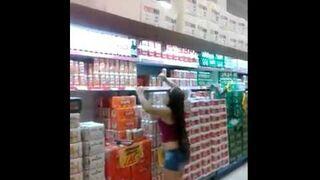 Jak pomóc zdjąć towar z półki!