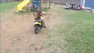 Pierwsza jazda motocyklem. Płot!