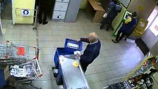 Czterokrotnie próbował ukraśćflaszkę ze sklepu