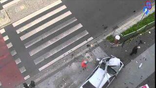 Pirat drogowy jadący BMW parkuje na latarni