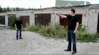Rosjanie testująkask pancerny. Strzałw głowę!
