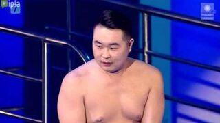 """Atak erekcji Bilguuna podczas występu w """"Celebrity Splash"""""""