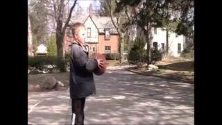Niesamowite triki koszykarskie dwóch małolatów!