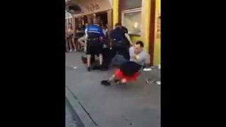 Uciekł w kajdankach policjantom