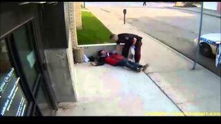 Kanadyjski policjant kopie bezdomnego