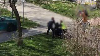 Policjanci próbują obezwładnić mężczyznę. Nieskutecznie!