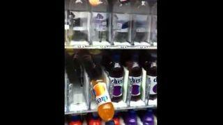 """""""Jackpot"""" w maszynie z napojami"""