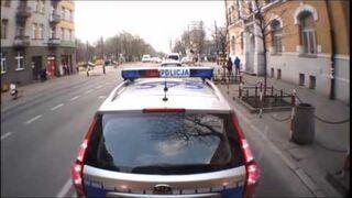 Tak jeżdżą policjanci - Bez trzymanki