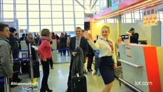 """""""MAMMA MIA!"""" wita półmilionowego pasażera Dreamlinera LOT-u!"""