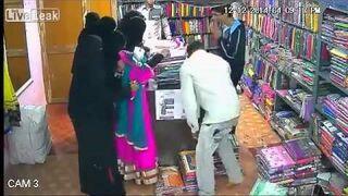 Muzułmanka kradnie w sklepie. Rozpoznajesz?