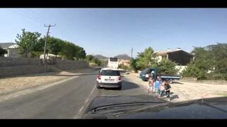 Turkey: children crossing road without looking