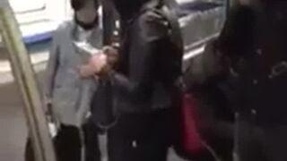 Pomógł dziewczynie wyjść z metra