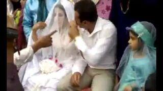 Pan młody bije żonę na ślubie!