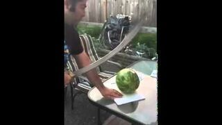 Krojenie szablą arbuza
