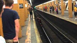 Co? Ja nie przeskocze przez peron?!